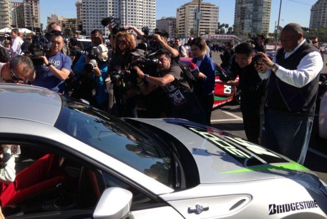 Varios periodistas y fotógrafos se reunieron en Los Ángeles para recibir...