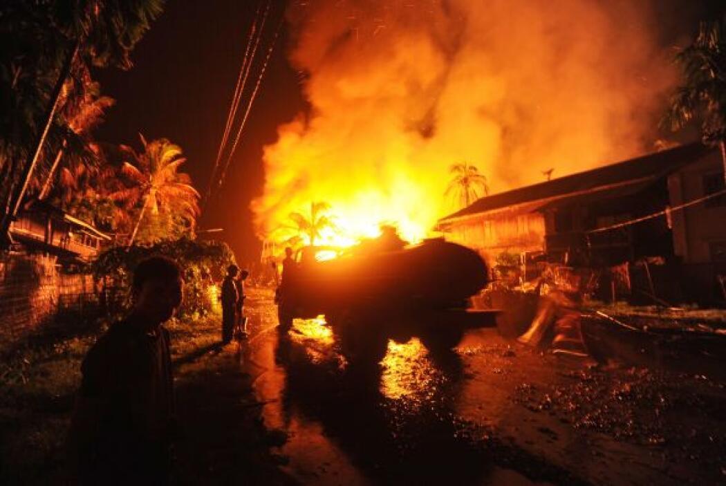 Durante los disturbios, más de dos mil 300 casas fueron destruidas en va...
