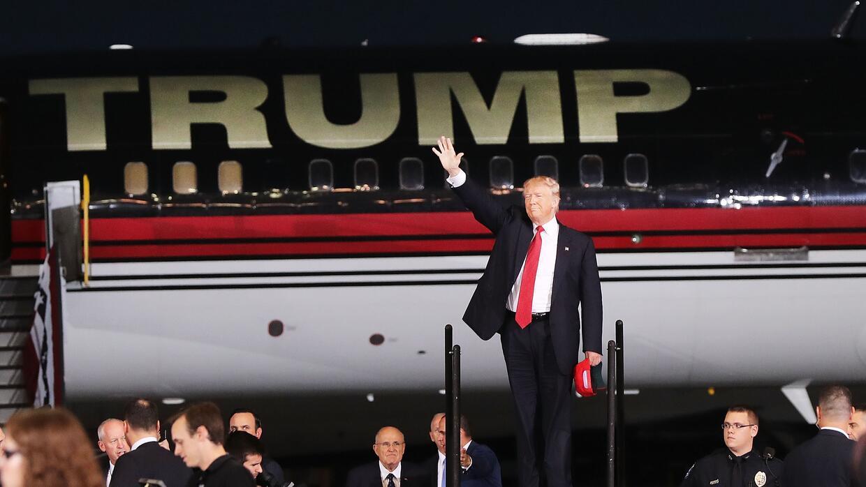 La llegada de Trump a su mitin en Melbourne, Florida.