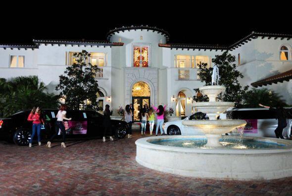 Las chicas no tenían idea de cómo era la mansión y...