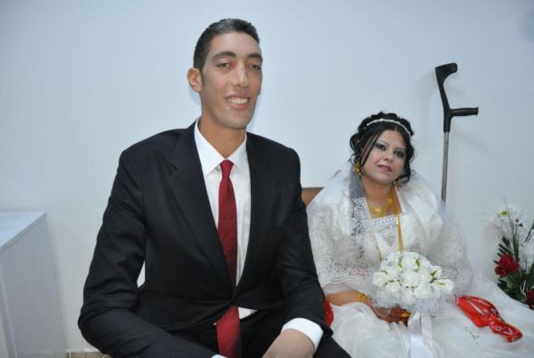 El turco Sultan Kosen, el hombre más alto del mundo se casó con una siri...