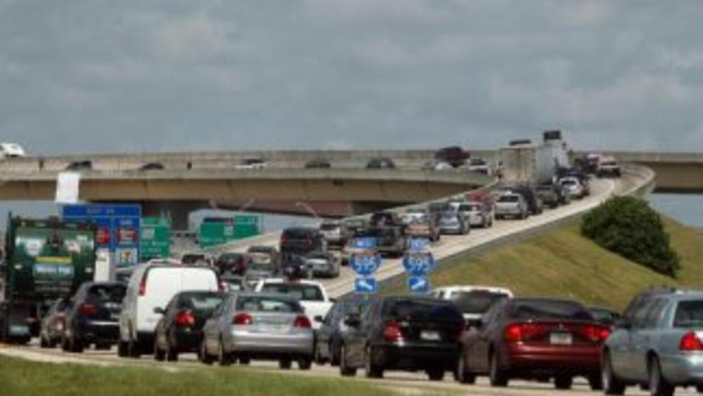 Trafico congestionado en la carretera 595 por la amenaza de suicidio de...