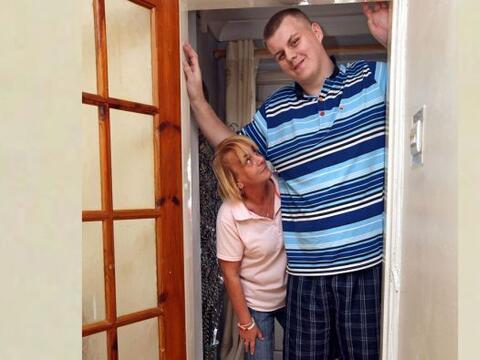 Josh Gott es el adolescente más grande de Inglaterra, tiene 19 a&...