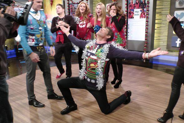 Johnny Lozada se llevó el primer lugar al suéter navide&nt...