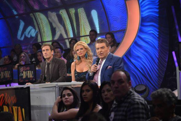 Los jueces, al igual que las personas en el público se mostraban intriga...