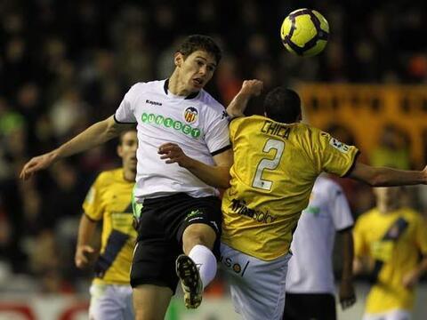 Valencia y Espanyol reanudaron la Liga de España en el 2010.