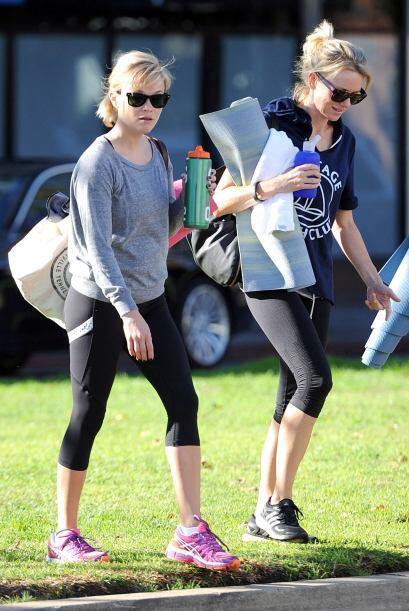 Como dos buenas comadres, las estrellas de Hollywood hacen ejercicio jun...