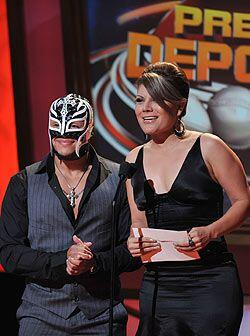 Rey Mysterio fue de las sensaciones en el Orpheum Theater y comparti&oac...