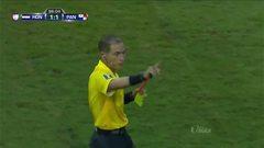Expulsión!!! Luis Henriquez recibe la segunda amarilla y se va del juego