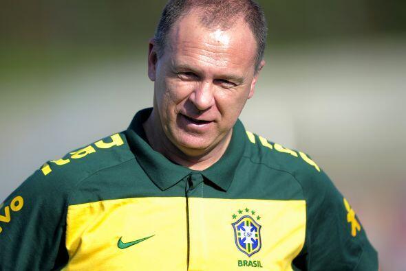Mano Menezes quiere devolverle la sonrisa a los brasileños mediante una...
