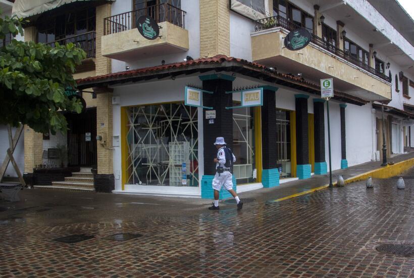 Puerto Vallarta recibe al potente huracán Patricia GettyImages-493966456...