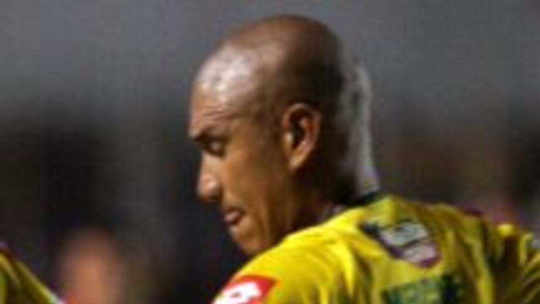 El campeón nacional, Comunicaciones, del argentino Iván Franco Sopengo,...