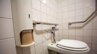 Denuncian grave problema de higiene en asientos de inodoros en O'Hare.