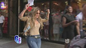 Jennifer López paseó por las calles de Nueva York bailando y luciendo tr...