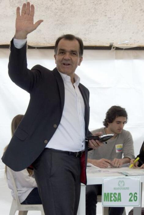 """El candidato del Centro Democrático, el uribista """"scar Iván Zuluaga, es..."""