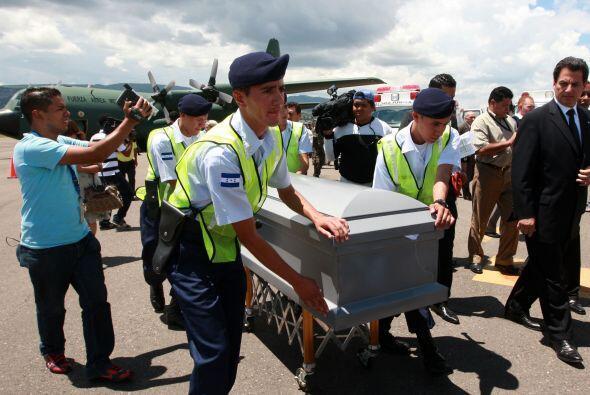 En el acto de recepción de los cadáveres estuvo el presidente hondureño...
