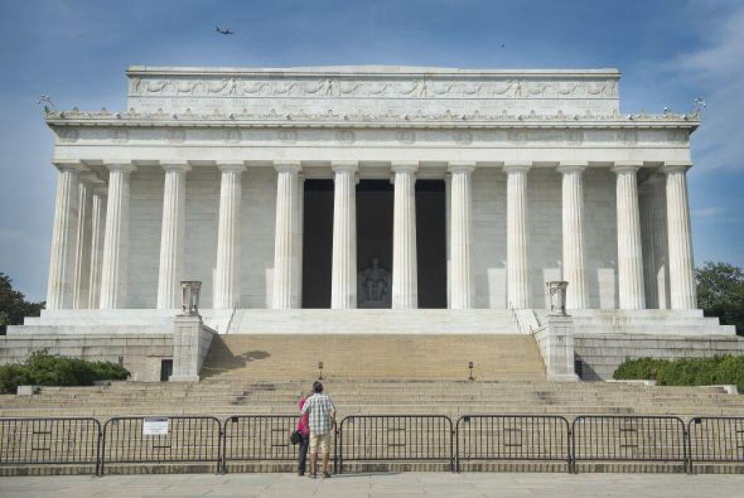 9.  Lincoln Memorial