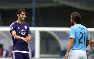 Kaká y Andrea Pirlo -excompañeros en el Milan- se reencont...