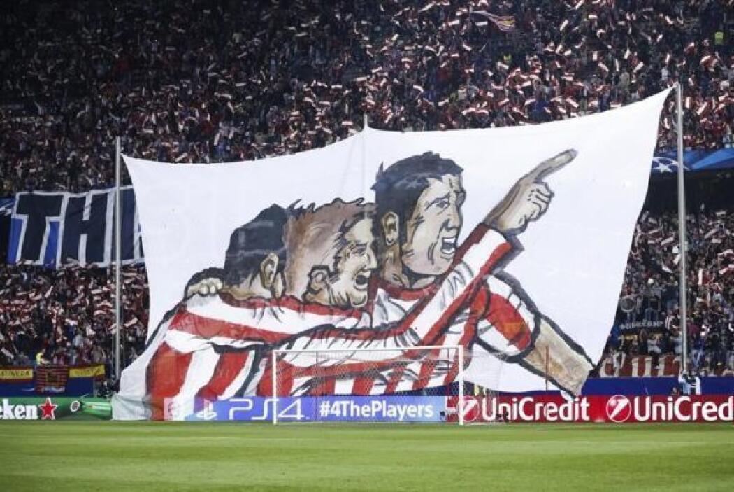 Detalle de una bandera vista antes del comienzo del partido de vuelta de...