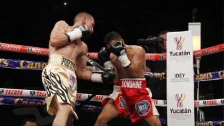 'Gallo' Estrada derrotó a Asenjo en tres rounds (Foto: Zanfer).