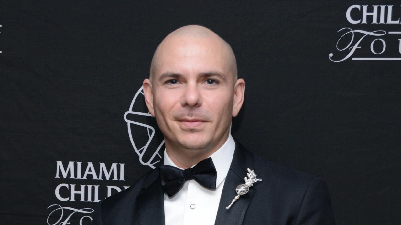 Pitbull recibe reconocimiento por su labor con los niños pitbull1.jpg