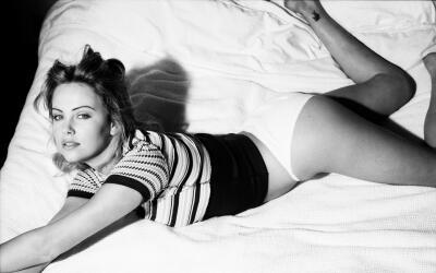Charlize Theron a los 18 años