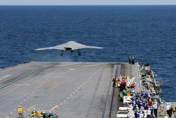 El X-47B despegó sin contratiempos y efectuó dos acercamientos al portaa...