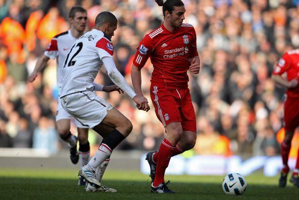 Una lesión no lo ha dejado mostrarse con el Liverpool, por lo que ya est...