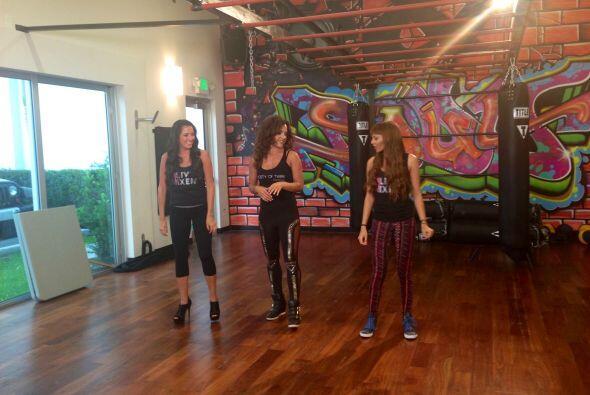 Ya que bailar y cantar al mismo tiempo no es nada fácil, Maity y Leslie...
