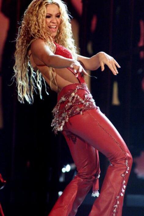 Ojos, cadera, sabor. Shakira mostró todo su talento en la primera entreg...