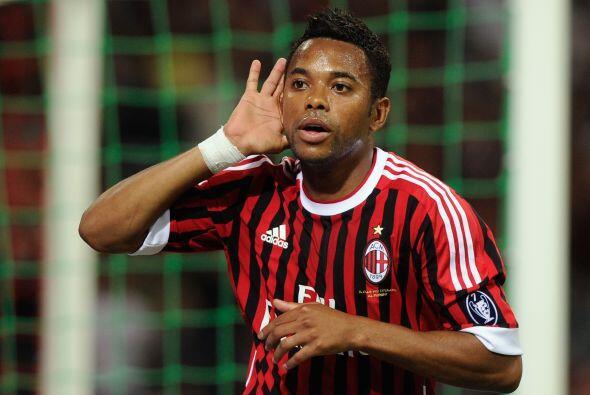Robinho  Robinho comparte delantera con Pato en el Milan y en Brasil. Ti...