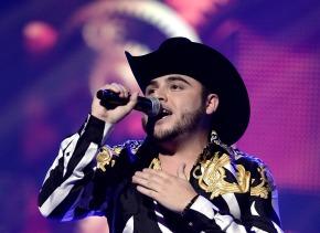 El ídolo del regional mexicano no para de complacer a sus fans.