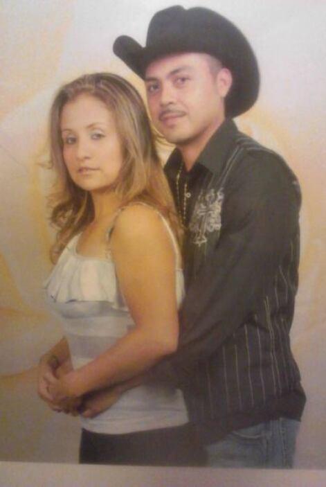 Una romántica foto de Martín y Aida Garibo, quienes llevan ocho años de...
