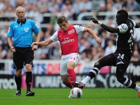 Arsenal y Newcastle protagonizaron un empate en el primer partido de amb...