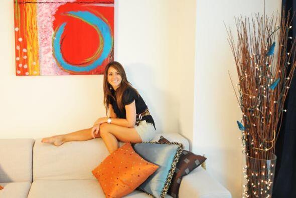 La belleza de Melissa hace juego perfecto con la bella decoración de su...