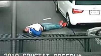 El asalto fue captado por una cámara de vigilancia en el DF. Foto tomada...