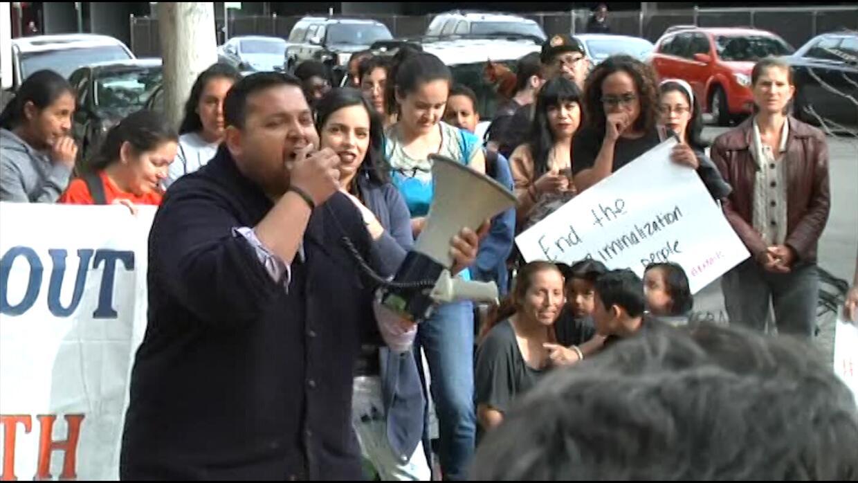Jóvenes indocumentados piden a los sheriffs que no colaboren con inmigra...