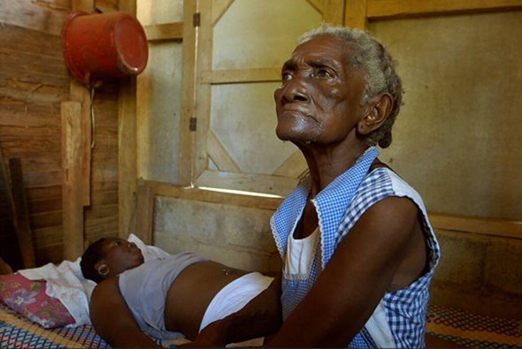 Isabel tiene 86 años de edad y a los 12 años realizó su primer parto. Se...