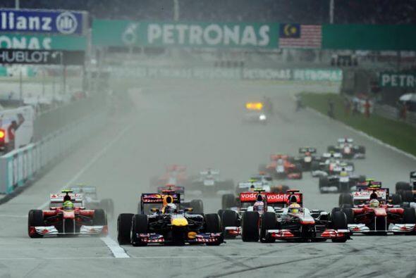 El duelo detrás de Vettel fue intenso, pero el alemán se mantuvo firme e...