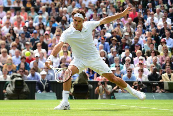 Por su parte, Roger Federer, seis veces campeón en Wimbledon, der...