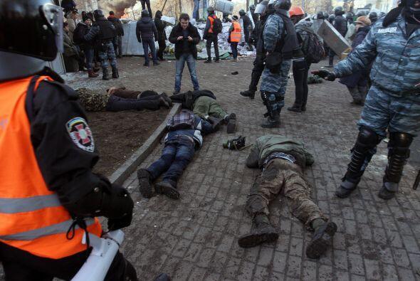 Los enfrentamientos empezaron cuando la policía intentó im...