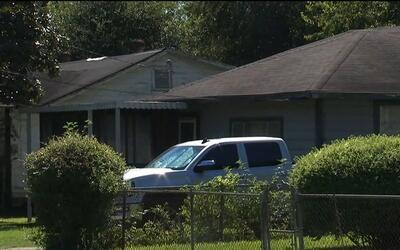 Buscan a sospechoso de robo a mano armada a residencia
