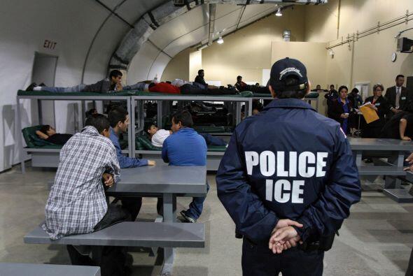 Estados Unidos expulsó poco más de 393,000 inmigrantes indocumentados en...