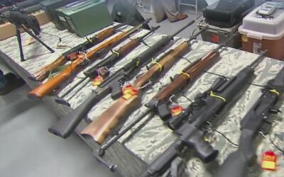 El Ayuntamiento de Austin aprueba una resolución para asegurar armas de...