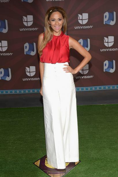 Verónica Bastos impactó con estos pantalones anchos y ese rojo espectacu...