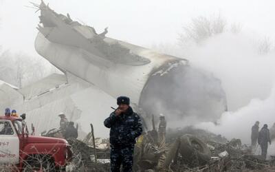 Al menos 37 muertos en Kirguistán por tragedia aérea en una zona residen...