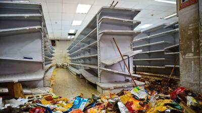 Así quedó un supermercado de Caracas tras los saqueos que...
