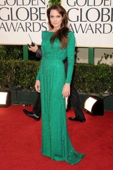 Este deslumbrante vestido Versace en color verde esmeralda llamó la aten...