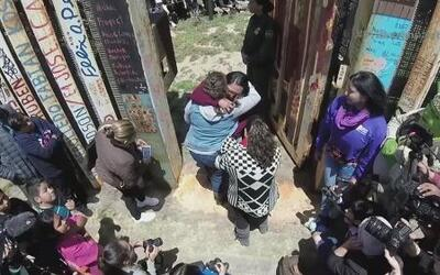 Abren la puerta de la muralla que divide a México y Estados Unidos