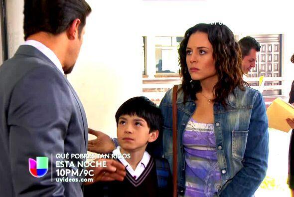 Y se ganó su cariño con todo lo que su mamá Lupita no ha podido darle: r...